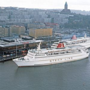 Masthuggsterminalen-med-STENA-JUTLANDICA-och-STENA-OLYMPICA-ca-1977-900×600